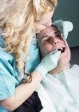 Θηλυκός οδοντίατρος Στοκ φωτογραφία με δικαίωμα ελεύθερης χρήσης