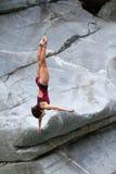 θηλυκό δυτών απότομων βράχων στοκ εικόνες με δικαίωμα ελεύθερης χρήσης