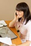 θηλυκό κινητό γραφείο πέρα & Στοκ φωτογραφία με δικαίωμα ελεύθερης χρήσης