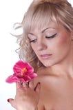θηλυκό λουλούδι σωμάτων ο nude ώμος της Στοκ φωτογραφία με δικαίωμα ελεύθερης χρήσης