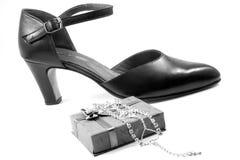 θηλυκό παπούτσι διαμαντιώ& Στοκ εικόνα με δικαίωμα ελεύθερης χρήσης