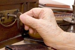 θηλυκό πλήκτρο χεριών παλ&a Στοκ φωτογραφία με δικαίωμα ελεύθερης χρήσης