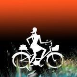 θηλυκό ποδηλατών που δι&epsi Στοκ Φωτογραφία