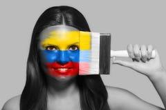 Θηλυκό στα εθνικά χρώματα της Κολομβίας Στοκ εικόνες με δικαίωμα ελεύθερης χρήσης