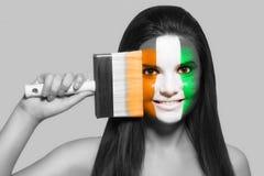 Θηλυκό στα εθνικά χρώματα CÃ'te δ ` Ivoire Στοκ Εικόνα