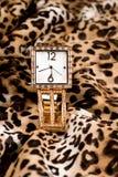 θηλυκό χρυσό ρολόι Στοκ φωτογραφίες με δικαίωμα ελεύθερης χρήσης
