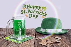 Θησαυρός ημέρας του ST Πάτρικ, ουράνιο τόξο, καπέλο Στοκ Φωτογραφίες