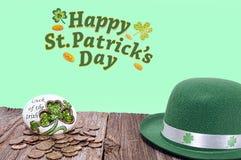Θησαυρός ημέρας του ST Πάτρικ, φύλλο τριφυλλιού, καπέλο Στοκ Εικόνες