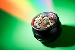 Θησαυρός: Θησαυρός αμερικανικών νομισμάτων στο τέλος του ουράνιου τόξου Στοκ φωτογραφίες με δικαίωμα ελεύθερης χρήσης