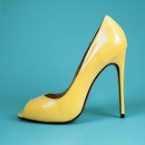 Θηλυκά κόκκινα παπούτσια Στοκ εικόνα με δικαίωμα ελεύθερης χρήσης