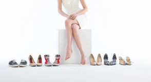 θηλυκά παπούτσια ποδιών μό&del Στοκ Εικόνα