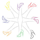 Θηλυκά πόδια με τα παπούτσια των διαφορετικών χρωμάτων Στοκ Εικόνα