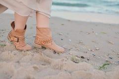 θηλυκά πόδια μποτών Στοκ εικόνα με δικαίωμα ελεύθερης χρήσης