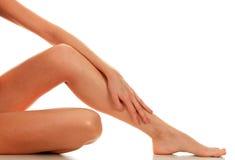θηλυκά πόδια χεριών Στοκ Εικόνες