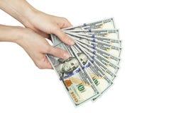 Θηλυκά χέρια που κρατούν τα χρήματα Στοκ Εικόνες