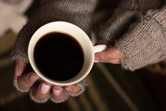 θηλυκή λαβή χεριών φλυτζ&alph Στοκ φωτογραφίες με δικαίωμα ελεύθερης χρήσης