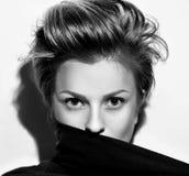 Θηλυκή ακριβής κινηματογράφηση σε πρώτο πλάνο πορτρέτου Στοκ Φωτογραφία