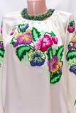 Θηλυκή εθνική λαογραφία πουκάμισων, ένα λαϊκό κοστούμι Ουκρανία, που απομονώνεται στο γκριζόλευκο υπόβαθρο Στοκ Εικόνες