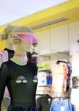 Θηλυκή επίδειξη μανεκέν Στοκ εικόνα με δικαίωμα ελεύθερης χρήσης