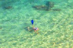 Θηλυκή κολυμπώντας με αναπνευτήρα Χαβάη Στοκ Φωτογραφία