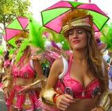 Θηλυκοί εκτελεστές Λονδίνο Αγγλία καρναβαλιού Νότινγκ Χιλ Στοκ Εικόνες