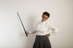 Θηλυκός δάσκαλος με έναν δείκτη στο λευκό πίνακα Στοκ Εικόνες