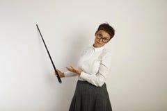 Θηλυκός δάσκαλος με έναν δείκτη στο λευκό πίνακα Στοκ εικόνες με δικαίωμα ελεύθερης χρήσης