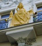 Θηλυκός αριθμός Nouveau τέχνης για την οικοδόμηση της πρόσοψης στην παλαιά πόλη, Πράγα Στοκ εικόνες με δικαίωμα ελεύθερης χρήσης