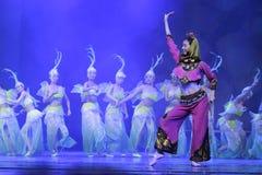 Θηλυκός λαϊκός χορευτής νότιων fujian επαρχιών στο κόκκινο Στοκ εικόνα με δικαίωμα ελεύθερης χρήσης