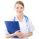 Θηλυκός γιατρός που κρατά ένα σημειωματάριο απομονωμένο στο λευκό Στοκ φωτογραφία με δικαίωμα ελεύθερης χρήσης
