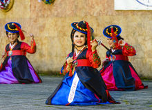 Θηλυκός εκτελεστής του παραδοσιακού κορεατικού χορού Στοκ εικόνα με δικαίωμα ελεύθερης χρήσης