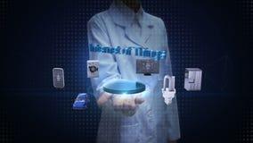 Θηλυκός επιστήμονας, ανοικτός φοίνικας μηχανικών, Διαδίκτυο της τεχνολογίας πραγμάτων που συνδέει τις έξυπνες εγχώριες συσκευές,  απόθεμα βίντεο