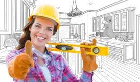 Θηλυκός εργάτης οικοδομών με τους αντίχειρες επάνω στο επίπεδο εκμετάλλευσης στο μέτωπο Στοκ Εικόνες