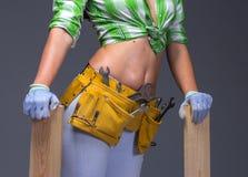 Θηλυκός εργάτης οικοδομών με Toolbelt Στο λευκό Στοκ Φωτογραφίες