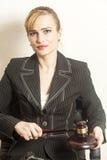 Θηλυκός δικαστής με ξύλινο Gavel Στοκ Εικόνες