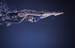 Θηλυκός κολυμβητής σωστό μόνιμο κείμενο υπολοίπου εικόνας ειδωλίων έννοιας COM στοκ εικόνα με δικαίωμα ελεύθερης χρήσης
