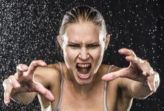 0 θηλυκός μαχητής που φθάνει στα χέρια προς τη κάμερα Στοκ φωτογραφίες με δικαίωμα ελεύθερης χρήσης