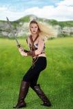 Θηλυκός πολεμιστής σε έναν τομέα στοκ εικόνες