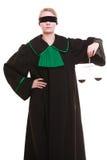Θηλυκός πληρεξούσιος δικηγόρων στην κλασική εσθήτα και τις κλίμακες στιλβωτικής ουσίας μαύρη πράσινη Στοκ εικόνα με δικαίωμα ελεύθερης χρήσης