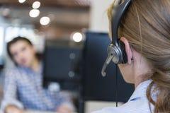 Θηλυκός τηλεφωνικός χειριστής υποστήριξης Στοκ Φωτογραφίες