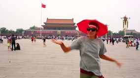 Θηλυκός τουρίστας στο Πεκίνο, Κίνα απόθεμα βίντεο