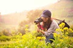 Θηλυκός φωτογράφος Στοκ εικόνα με δικαίωμα ελεύθερης χρήσης