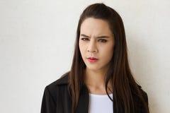 Θηλυκό ανώτατο στέλεχος επιχείρησης που κοιτάζει επίμονα σε σας Στοκ φωτογραφία με δικαίωμα ελεύθερης χρήσης