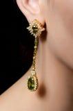 Θηλυκό αυτί στα σκουλαρίκια κοσμήματος Στοκ φωτογραφία με δικαίωμα ελεύθερης χρήσης