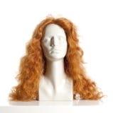 Θηλυκό κεφάλι μανεκέν με την περούκα Στοκ φωτογραφίες με δικαίωμα ελεύθερης χρήσης