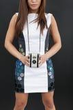 Θηλυκό με τη κάμερα ταινιών στοκ εικόνες