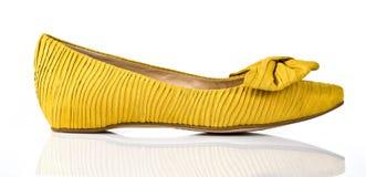 Θηλυκό παπούτσι στο λευκό Στοκ εικόνες με δικαίωμα ελεύθερης χρήσης