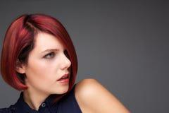 Θηλυκό πρότυπο μόδας με το σύγχρονο hairstyle Στοκ φωτογραφίες με δικαίωμα ελεύθερης χρήσης