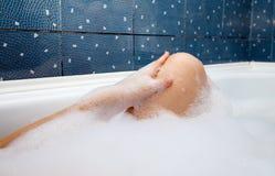 Θηλυκό πόδι στο λουτρό Στοκ φωτογραφίες με δικαίωμα ελεύθερης χρήσης