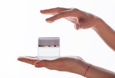 θηλυκό χέρι κρέμας Στοκ εικόνες με δικαίωμα ελεύθερης χρήσης